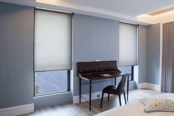 Roller shade With no Valance